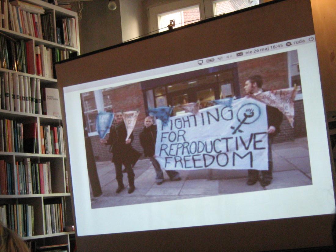 Fot. Stowarzyszenie Strefa Kobiet. Zdjęcie z akcji: walka o prawa reprodukcyjne kobiet.